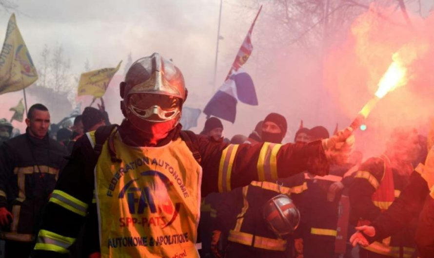 Militanter Protest der Feuerwehr in Paris