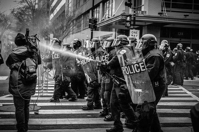 Polizeigewalt – wenn die Uniform es möglich macht…