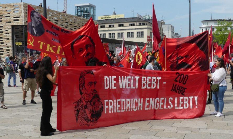 """Kämpferische """"200 Jahre Friedrich Engels"""" Demonstration in Wuppertal"""