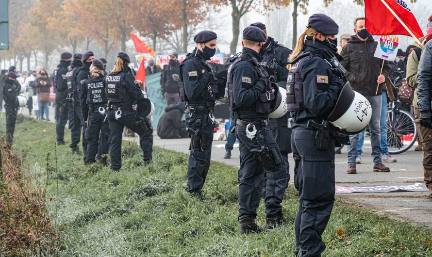 Polizeiangriff bei LLL-Demo
